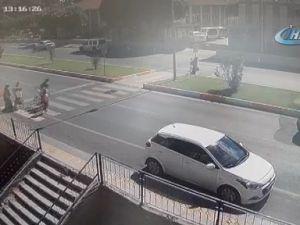 Antalya'da otomobil yayaların arasına daldı: 1'i ağır 3 yaralı