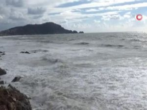 Alanya'da dev dalgalar oluştu