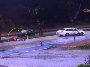 Refüje çarpan otomobilin şoförü araçtan fırladı