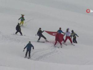 Alanya'da kayak festivali renkli görüntülere sahne oldu